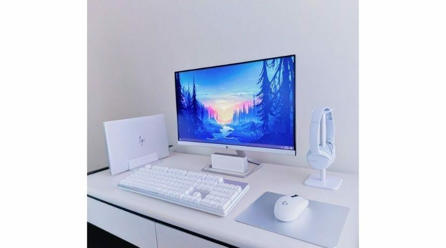 white gaming setup widescreen